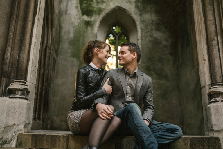 london engagement photosession in st dunstan in the east