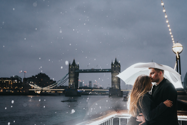 engagement photoshoot at tower bridge