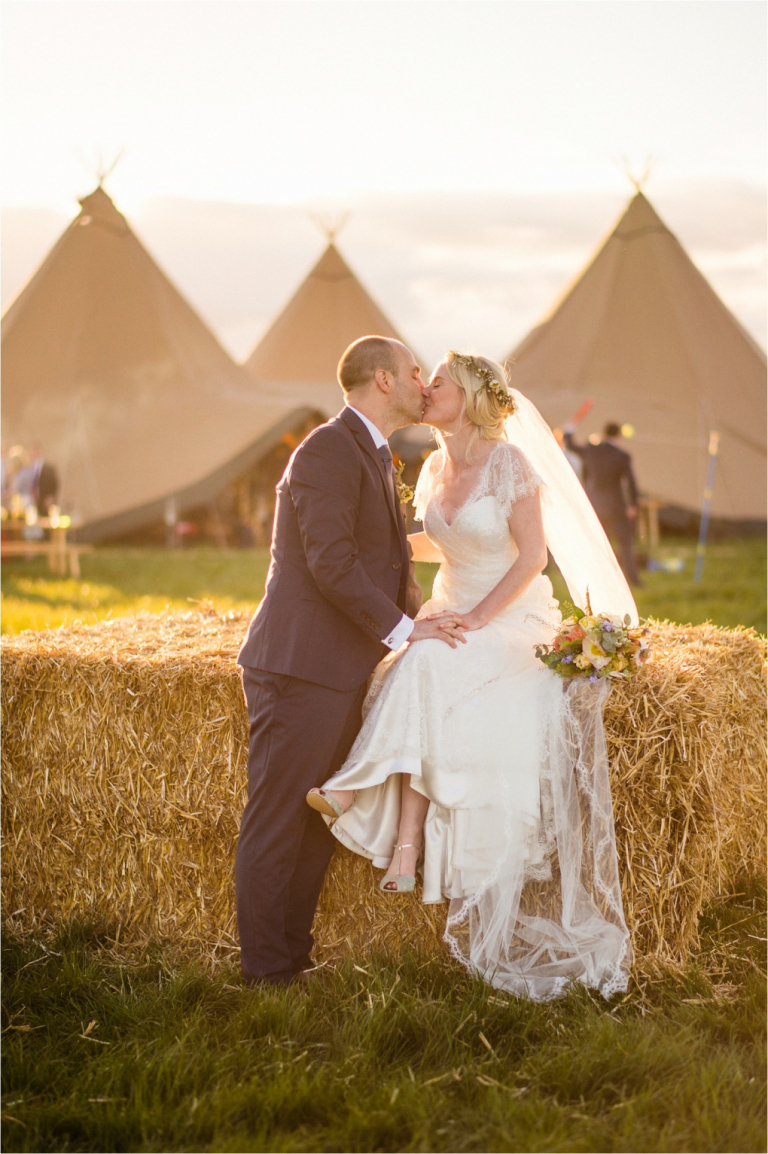 couple kissing at an outdoor english wedding